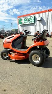 KUBOTA T1570 LAWN TRACTOR---LOW HOURS!!