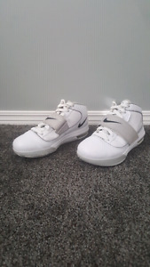 Nike Zoom LeBron Soldier IV White Men's Size 6.5