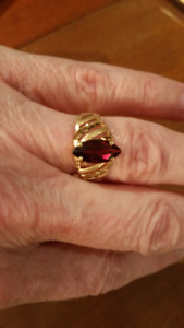 10kt gold ring with garnet look stone