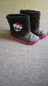 Monster High pull on boots