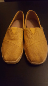 New TOMS yellow 8.5 size shoes.