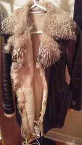 Manteau de vrai fourrure 100$