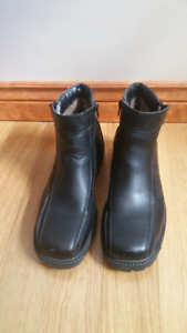 NEW Men's Thinsulate Winter Boots - size 10 - Never Worn