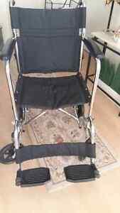 Chaise roulante  de transport