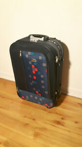 American tourist and Ocean Carry on luggage /valises