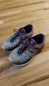 Women's size 8.5 Saucony sneakers for sale