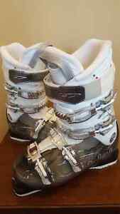 Womens Dalbello Downhill Ski Boots 27.5 - like new