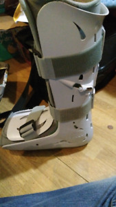 Ankle cast with pump