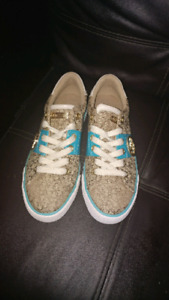 Girls authentic guess shoes