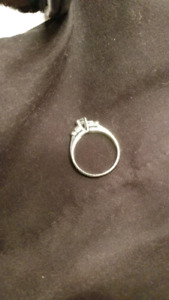 14 k white Gold diamond engagement/wedding Ring