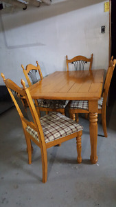Dînette 5 mcs.  Table + 4 Chaises