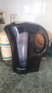 Cordless Electric Kettle use only 5 times Like new condition!