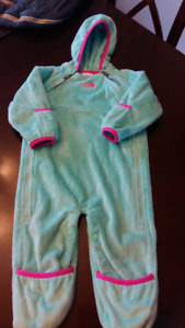 The Northface Oso infant Bunting suit size 6-12 months