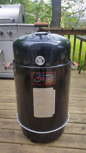 New Brinkmann Gourmet Charcoal Smoker