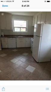 $1600 – Oshawa-Main Floor 3 Bedroom Bungalow for Rent