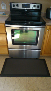 Whirlpool Self Clean stovetop Stove, black on stainless steel