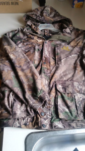 Realtree ultra hunting jacket and liner.. men's Lrg. Like new.