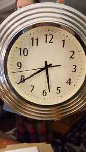 STAINLESS STEEL (looking) CLOCK  Cambridge Kitchener Area image 1