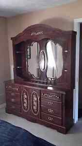 5 PIECE BEDROOM SET IN EXCELLENT CONDITION