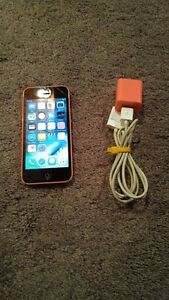 (ROGERS/CHATR) 8GB PINK APPLE IPHONE 5C INCLUDES CHARGER