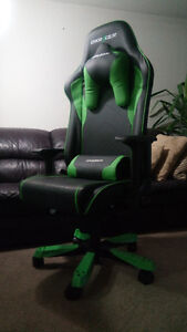 DXRacer Sentinel Series OH/SJ08/NE  Black and Green Gaming Chair