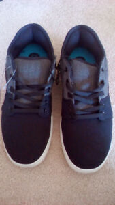 Men's Sneakers / Casual shoes- brand new! Size 10