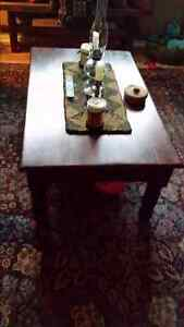 BEAUTIFUL WELL CARED FOR COFFEE TABLE