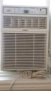 Vertical  air conditioning used only for 2 months bought for500$ London Ontario image 1