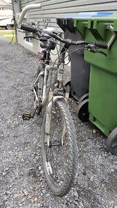 Vélo trek 4300 très peu utilisé!