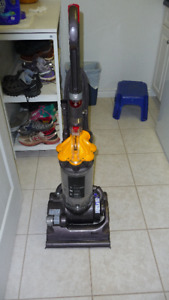 Amazing Vacuum Perfect shape 250$ obo