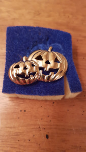 Jack O Lantern Brooch  Gold plated Avon  $10