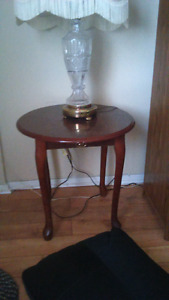 End table/entertainment stand