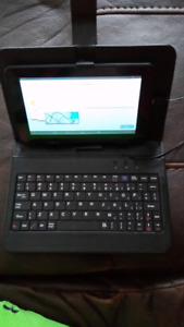 Mint condition tablet an keyboard an carrying case