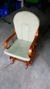 Children's glider rocking chair EUC