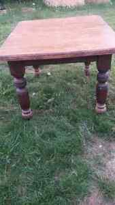 Selling a antique table