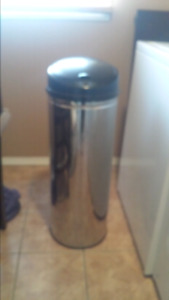 AUTOMATIC STAINLESS GARBAGE CAN