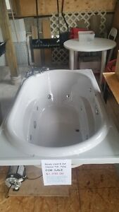 8 jet jacuzzi tub and pump, rarely used
