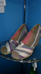 Womens Toms Wedges size 10W (Never worn outside)