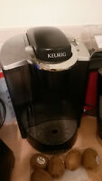 KEURIG coffee maker with FREE tea packs