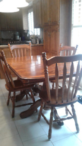 SOLID OAK CHINA CABINET & 4 CHAIRS