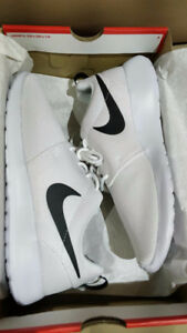 Brand New in Box Women's Nike Roshe One
