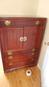 Grande commode au beau look antique / antic looking tall dresser