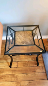 Living room table set - 2 end tables, 1 coffee table