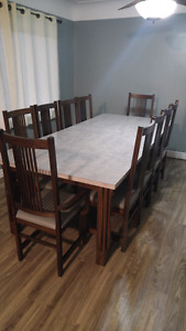 NEW PRICE 8FT oak table.