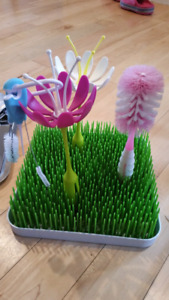 Boon grass bottle drying rack with flowers, brushes