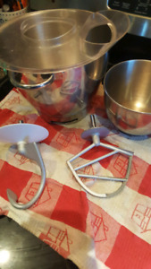 Cuisinart stand mixer attachments and bowls with splash guard