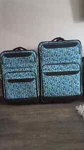 Matchng suitcases