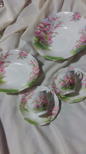 ROYAL ALBERT 6 PCS BLOSSOM TIME FREE CUP SAUCER