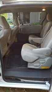 2011 Toyota Sienna Minivan, Van London Ontario image 5