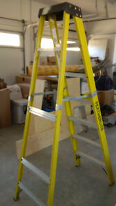 FEATHERLITE 7' FIBERGLASS LADDER